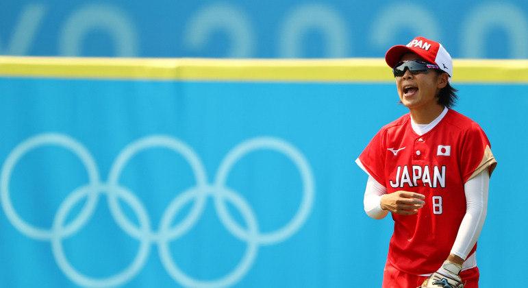 Nodoka Harada jogadora de softbol do Japão durante partida contra a Austrália