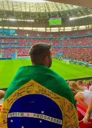 Matheus aproveitou ao máximo o ambiente nos arredores do estádio