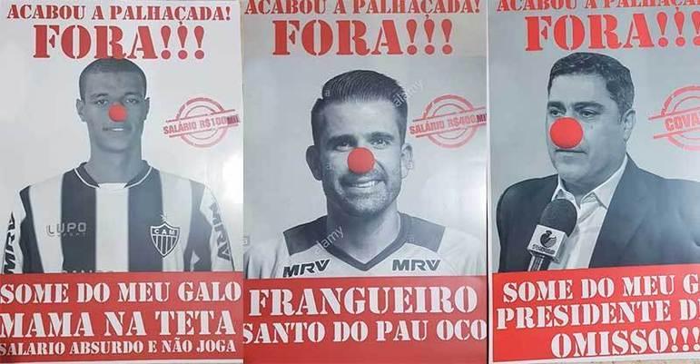 Torcedores do Atlético-MG fizeram cartazes com críticas a jogadores e dirigentes, além de jogarem pipocas na frente da sede do Galo em 2019.