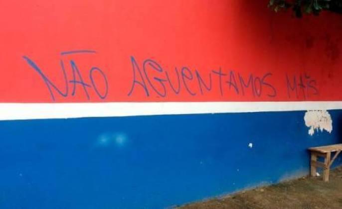 Torcedores do Bahia perdem a paciência com má fase e fazem pichação: 'Não aguentamos mais'. A pichação foi em 2014.