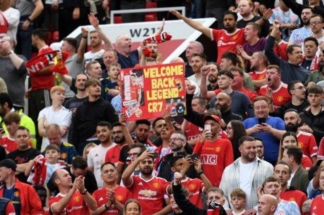 Torcedores do Manchester United recebem Cristiano Ronaldo em Old Trafford