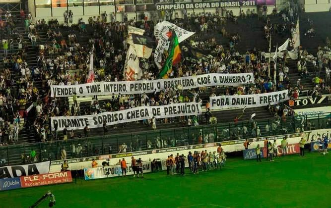 Torcedores do Vasco protestam contra o presidente Roberto 'Dinaminte Sorriso' (12/09/12)
