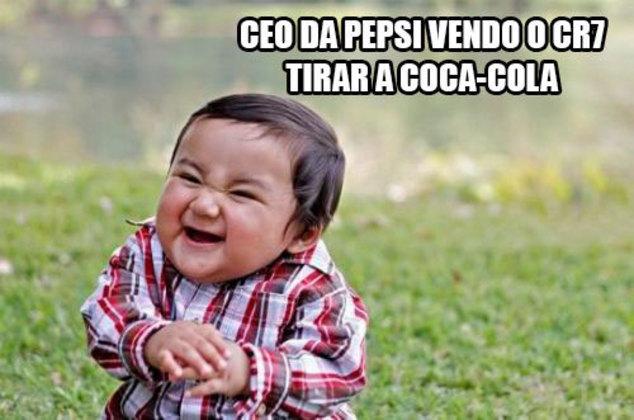 Torcedores fazem memes com Cristiano Ronaldo e Coca-Cola em coletiva da Eurocopa