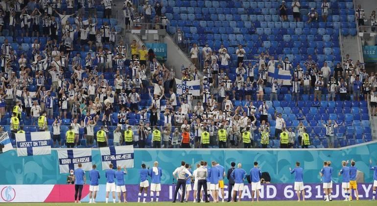 Depois de jogos na Rússia pela Euro, Finlândia detecta 80 casos de covid entre torcedores finlandeses