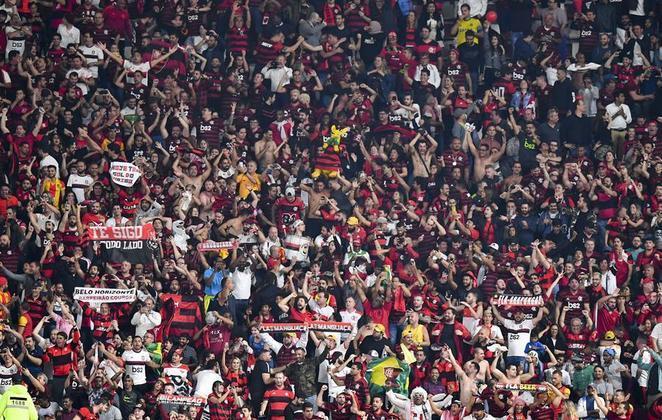 Cobranças da torcida por regularidadeO time do Flamengo coleciona estrelas em seu elenco e a torcida, sabendo disso, é bastante exigente em relação ao nível de atuação da equipe. Algumas boas apresentações acontecem, mas, na maioria, o Fla não joga no nível que se espera... Falta regularidade no time comandado pelo treinador