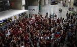 A festa, apesar de linda, ignora o cenário de caos que vive a saúde pública do Brasil nos últimos dias. Ontem, dia em que o Flamengo conquistou seu oitavo brasileiro, foi também o dia em que o país registrou 1.582mortes pela covid-19,a maior marca anotada até aqui, chegando aototal de 251.661 óbitos desde o começo da pandemia
