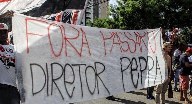 Protesto da organizada Independente. 'Acusando' Pássaro de ser palmeirense