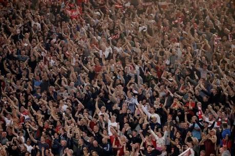 Torcida do Liverpool no estádio Olímpico de Roma