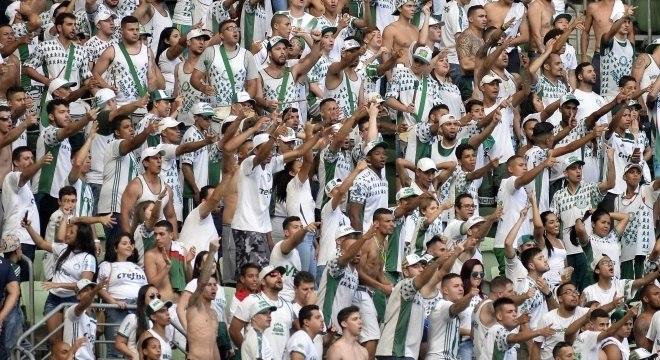 Torcida do Palmeiras protestou muito durante derrota no Allianz