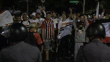 Torcida do São Paulo e PM se enfrentam no entorno do Morumbi