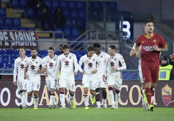 Torino - Um clube centenário, que sofreu com uma grave crise financeira no começo dos anos 2000. Em 2005, teve seu acesso impedido devido à falência decretada. Anos depois, o clube foi comprado por um empresário italiano.