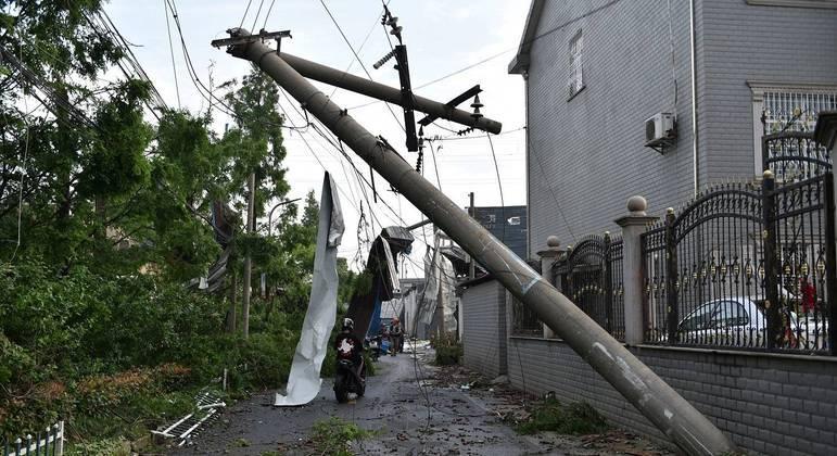 Tornado atinge a China na sexta-feira (14) à noite e deixa 12 mortos