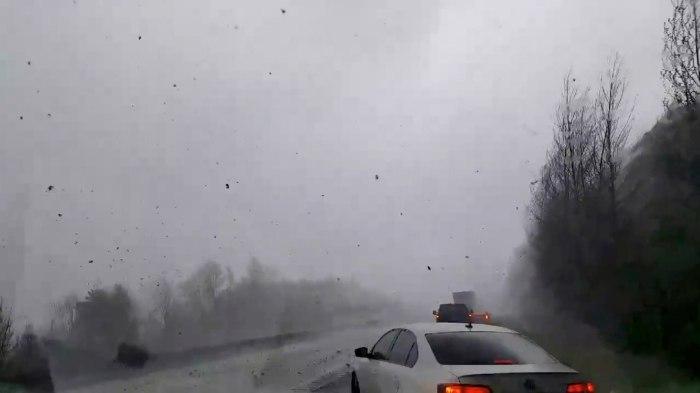 Tempestades provocamtornados e recorde de neve nos EUA