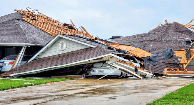 Passagem de tornado destruiu casas em Monroe, no estado de Louisiana