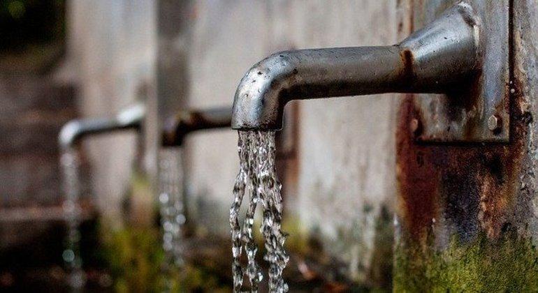 No Brasil, 60% da água desperdiçada se deve a vazamentos e problemas antigos em tubulações