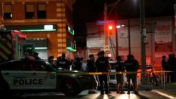 __Atirador mata 1 mulher e deixa  13 pessoas feridas em Toronto__ (Reprodução)