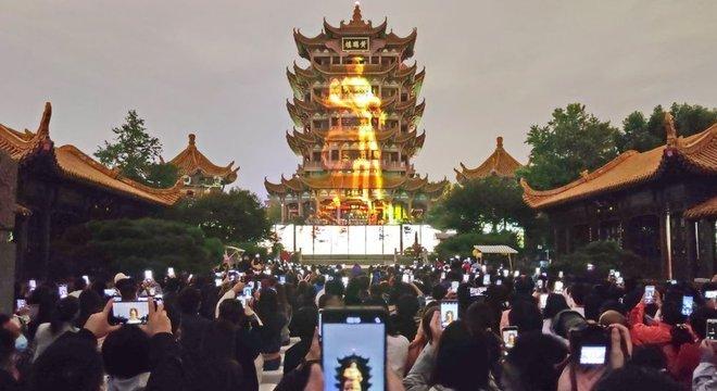 A Torre do Grou Amarelo é um dos pontos turísticos mais visitados de Wuhan