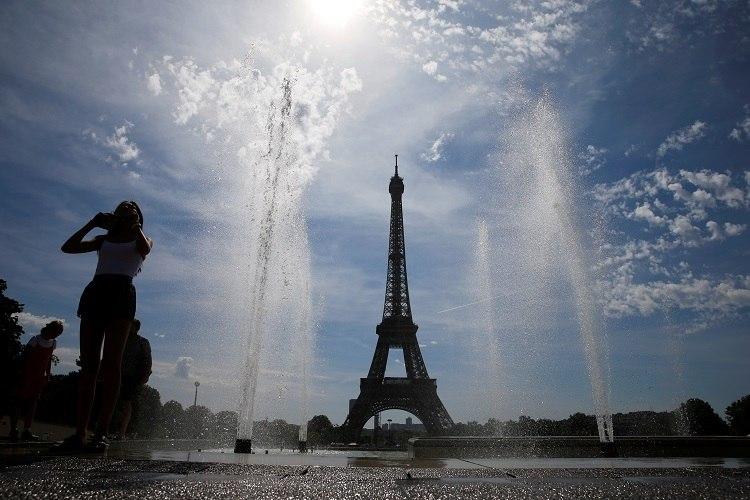 A Torre Eiffel foi reaberta ao público em 25 de junho