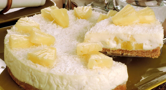 Torta de abacaxi, ricota e coco