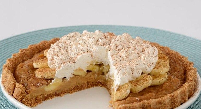 Torta de banana com doce de leite é uma receita deliciosa e sofisticada. Experimente!