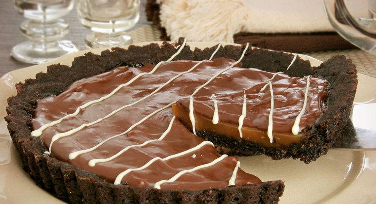 Torta de caramelo com chocolate