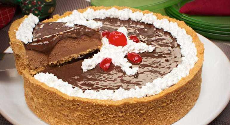 Torta de sorvete de chocolate com brigadeiro de café