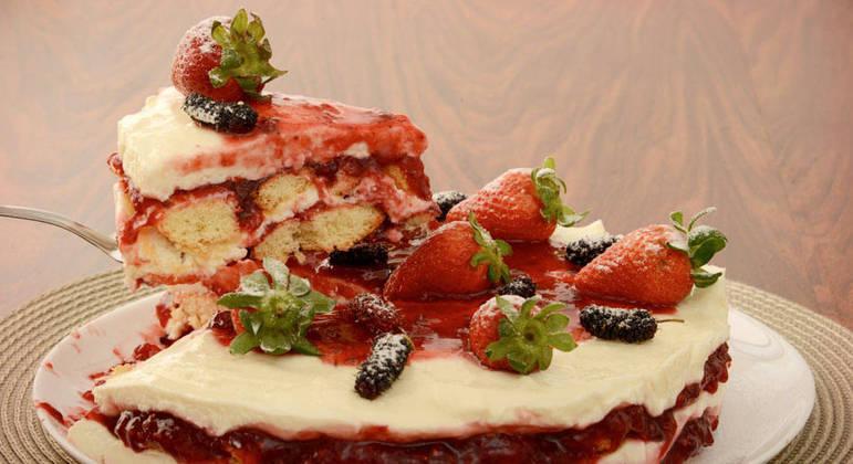 Torta-pavê de frutas vermelhas