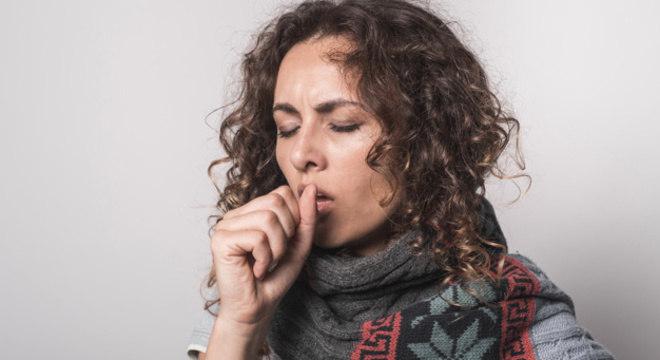 A tosse é um mecanismo de defesa do corpo e resposta à irritações na garganta