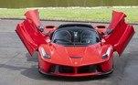 Essa belezinha é um super carro esportivo, que conta com motor V12, que produz 800 cavalos de potência... O carro está avaliado em R$ 14 milhões