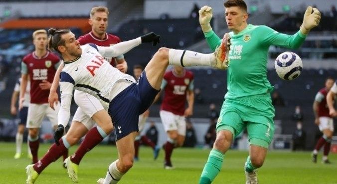 Bale fez dois gols na goleada por 4 a 0 sobre o Burnley, neste domingo (28)
