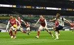 No clássico londrino, disputado neste domingo (6), o Tottenham venceu o Arsenal por 2 a 0. Son abriu o placar para os mandantes e Harry Kane deu números finais ao jogo