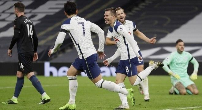 Tottenham bate Manchester City, do goleiro brasileiro Ederson, neste sábado (21)