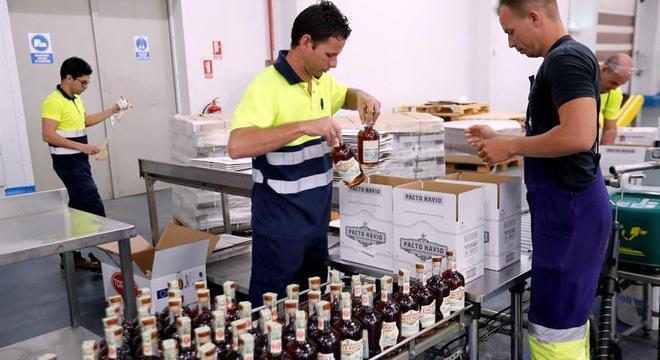 O rum produzido em Cuba também ficou proibido, bem como a compra de charutos
