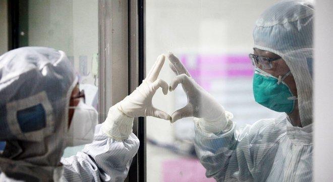 Os médicos em Wuhan alertam sobre o covid-19 desde dezembro