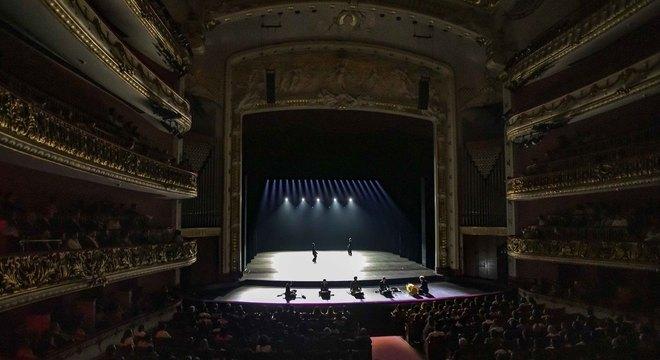 Tradicional Teatro Municipal recebeu a companhia de Balé da Coreia do Sul