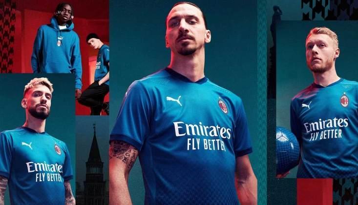 Tradicionalmente marcado pelas cores vermelha e preta, o Milan fez diferente nessa temporada e usou o azul em seu terceiro uniforme. Na parte de baixo, há uma técnica degradê formada pela textura Houndstooth, que faz homenagem à moda de Milão