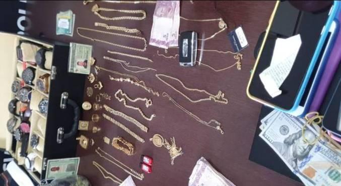 Cerca de R$ 170 mil em joias foram apreendidos