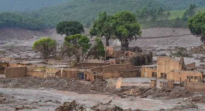 Barragem da Samarco se rompeu no dia 5 de novembro de 2015, matando 19