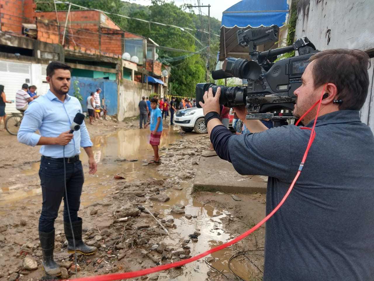 """Repórter cinematográfico Ricardo Bonifácio e eu, posicionados: """"vimos a fragilidade de perto"""""""