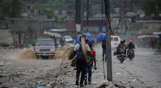 Porto Príncipe sofreu fortes danos após a passagem da tempestade Laura, no último sábado