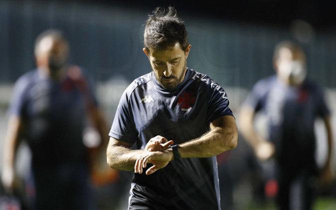 Transformado em treinador principal em março, o antes auxiliar-técnico Ramon Menezes promoveu uma silenciosa revolução no time que jogava mal e estava praticamente eliminado do Campeonato Carioca.