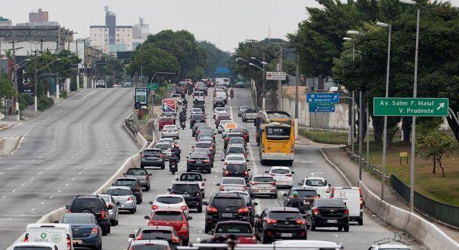 Trânsito intenso na Avenida Radial Leste, nesta quarta-feira (22)