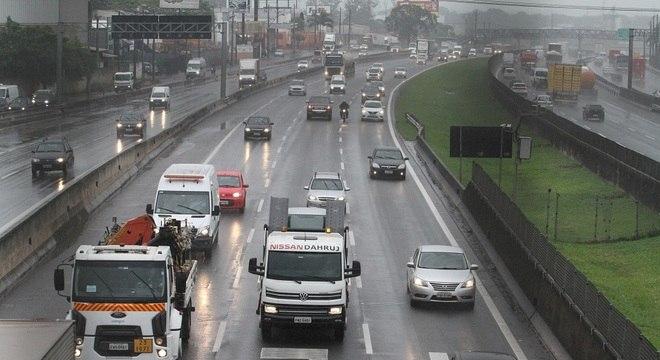 Trânsito intenso na Via Anhanguera, na região de Campinas, na saída para o feriadão de Finados