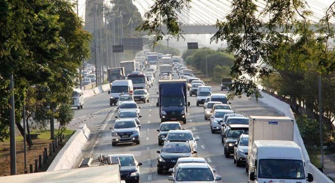 Medida pretende diminuir o fluxo de veículos durante o período de festas