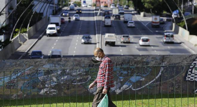 Em queda, taxa de isolamento em São Paulo atinge patamar de 48%