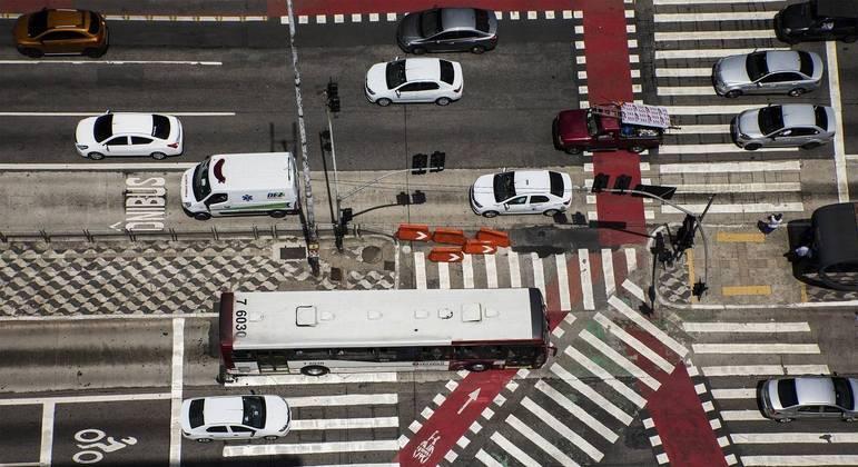 Corredor de ônibus no cruzamento da avenida Paulista com a rua da Consolação, na região central de São Paulo