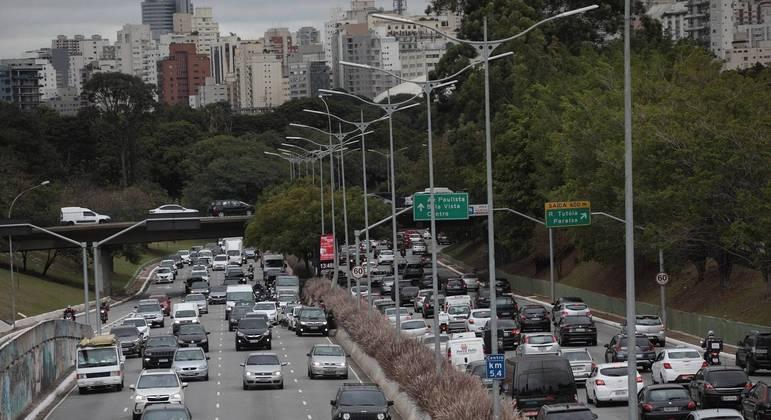 Trânsito na Avenida 23 de Maio, em São Paulo (SP)