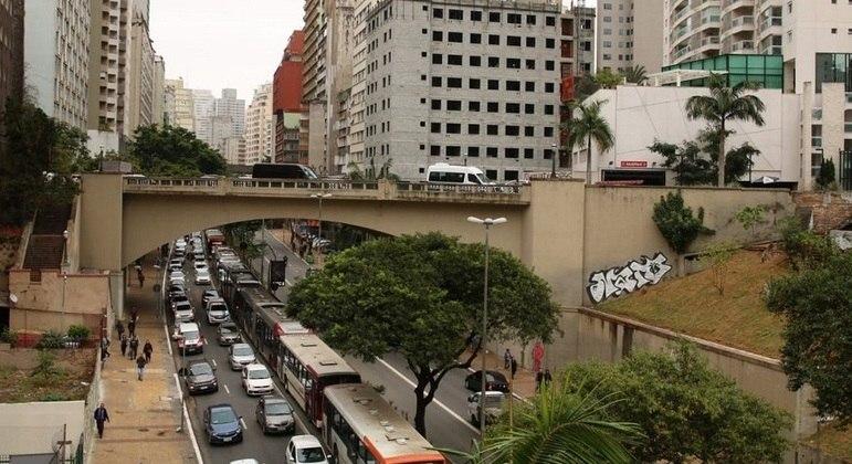 Número de veículos que circulam pelas ruas da cidade de São Paulo dobrou em abril