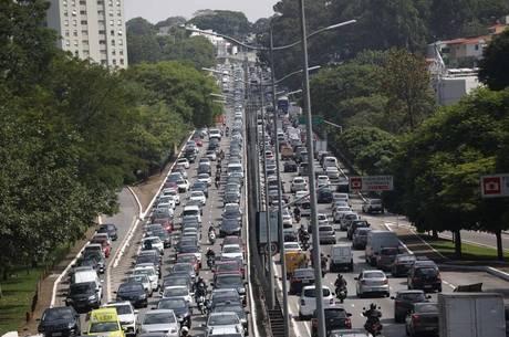 Veículos elétricos serão opção no trânsito