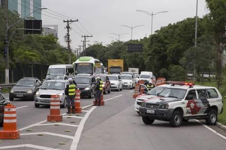 Interdição tem causado trânsito na região